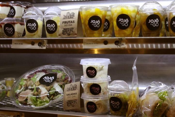 Prateleira com opções quentes e frias do Jojö to Go (Foto: Reprodução)