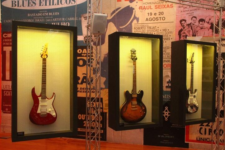 Guitarras da exposição (Foto: Divulgação)