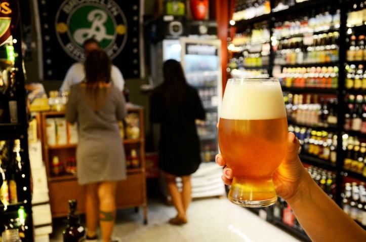 Um brinde no Beer Underground  (Foto: Alexandre Macieira)