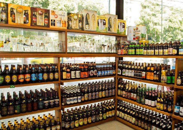 Cervejas, cervejas e mais cervejas no Rita de Cássia (Foto: Virna Santolia)