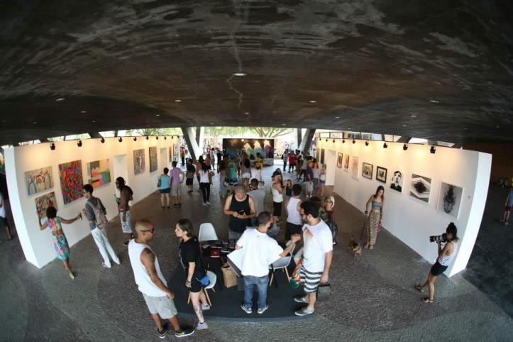 Artes expostas por todos os lados (Foto: Henrique Madeira)