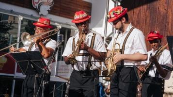 Música típica alemã anima o Oktoberfest Downtown (Foto: Divulgação)
