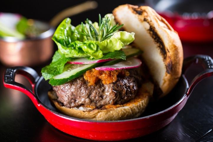 cortesrest_burger-fest_hamburguer-de-cordeiro-na-parrilla_cred_mario-rodrigues-1-1