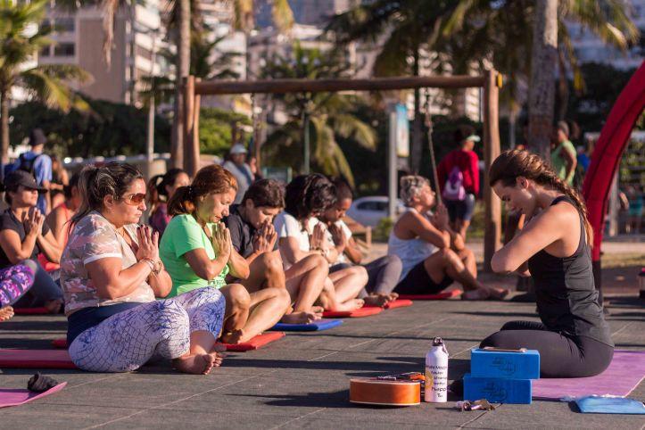 rio-praia-maravilhosa-yoga-com-renata-mozzini_foto-1