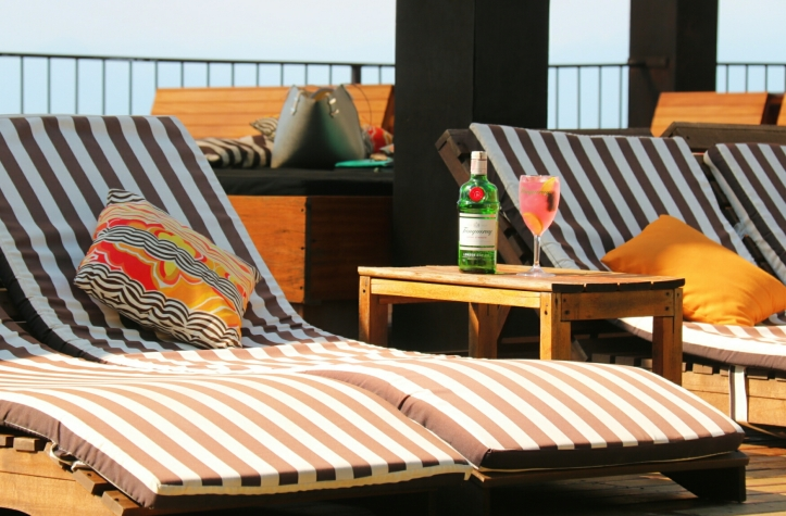 santa-pool-lounge-by-tanqueray-2