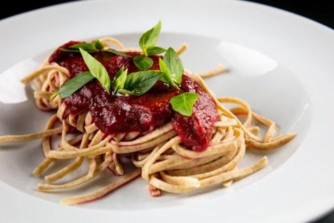 Fettuccine integral com molho vermelho sem tomate do Restaurante Da Bela (Foto: Tomás Rangel)