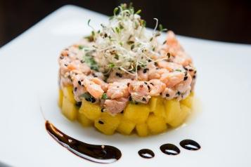Dos Santos participa do Restaurant Week -Tartare de salmão com manga e gergelim ao molho de lima da pérsia (Foto: Divulgação)