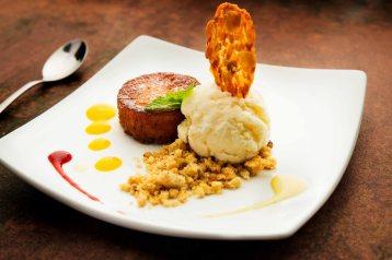 Opium apresenta o Cake de aipim com sorvete de queijo (Foto: Divulgação)